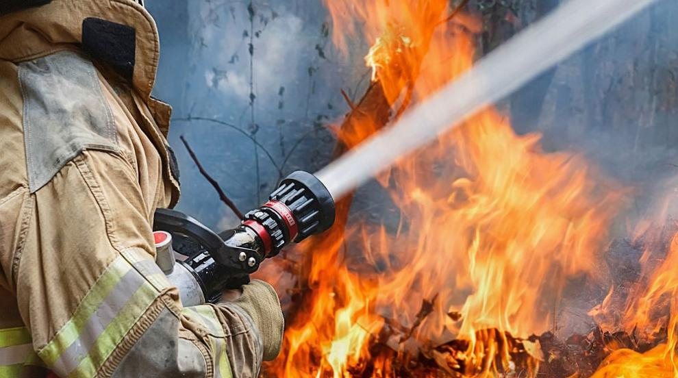 Пожар пламна по време на снимките на филм с Брус Уилис, загина пожарникар...