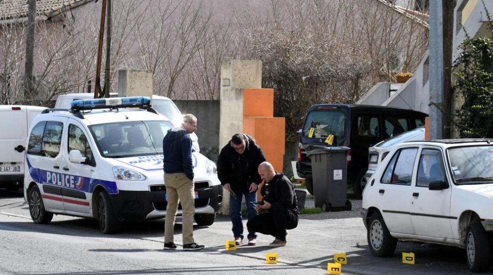Драма във Франция: Въоръжен взе заложници в супермаркет, има убити...