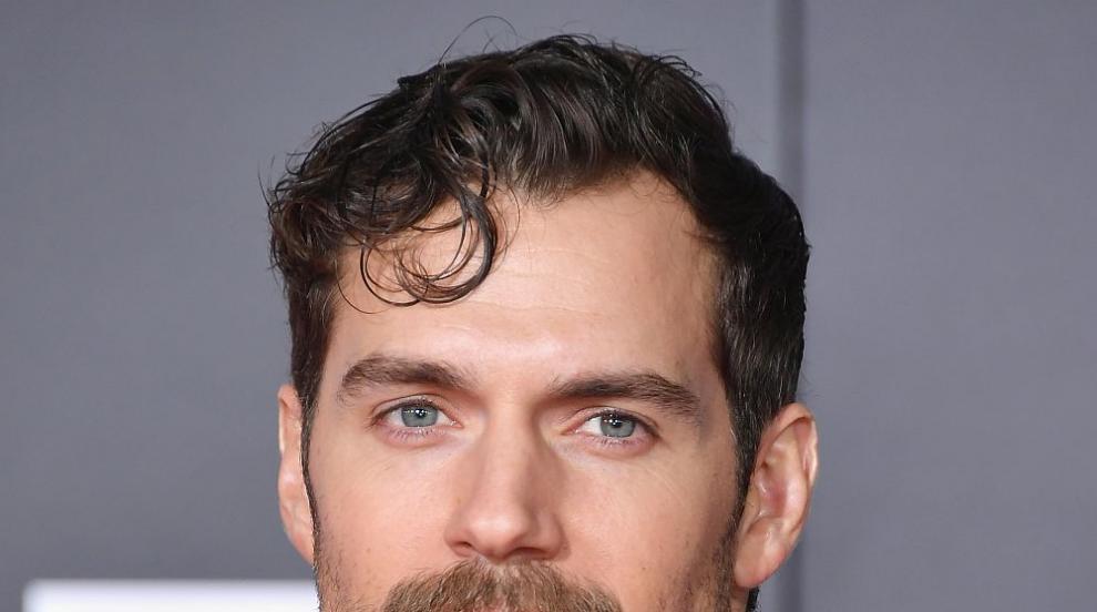 Вижте как актьорът Хенри Кавил се прости със знаменития си мустак (ВИДЕО)