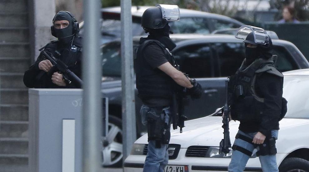 Задържан е човек, свързан с нападателя във Франция, вероятно е жена
