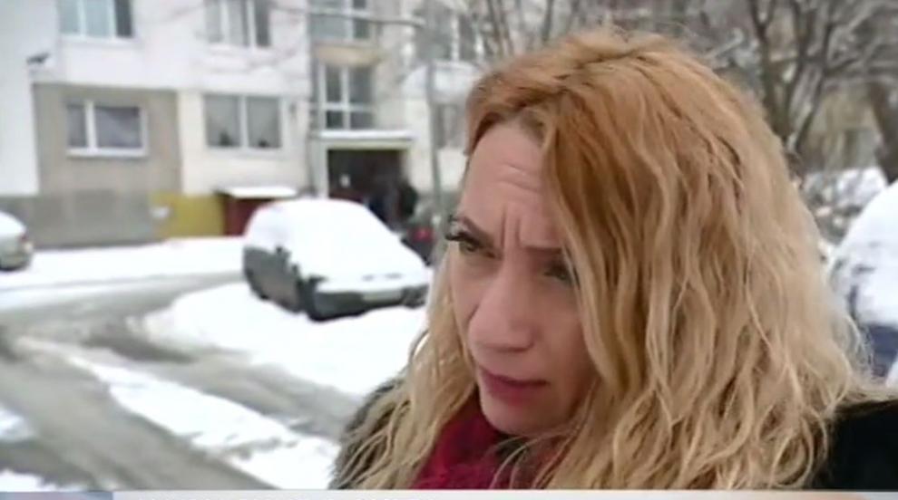 Жената, чиято кола бе открадната, докато я чисти, разказа за случилото се