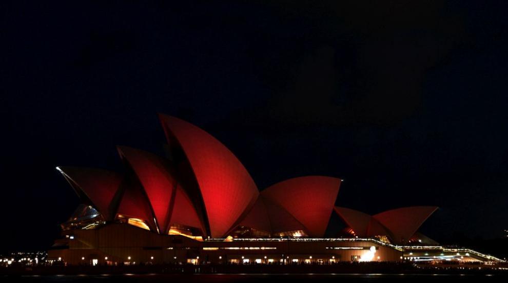 Операта в Сидни и мостът Харбър Бридж потънаха в мрак