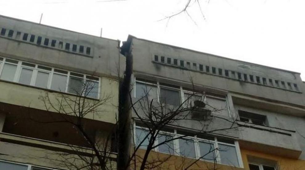 8-етажен блок в Русе започна да се разцепва и наклонява, живущите обвиняват...