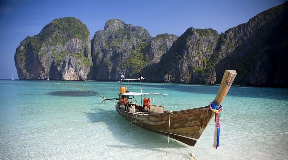 """Райският залив, станал известен от филма """"Плажът"""" – затворен за туристи..."""