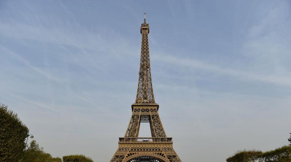 Eвакуираха и отцепиха Айфеловата кула заради бомба