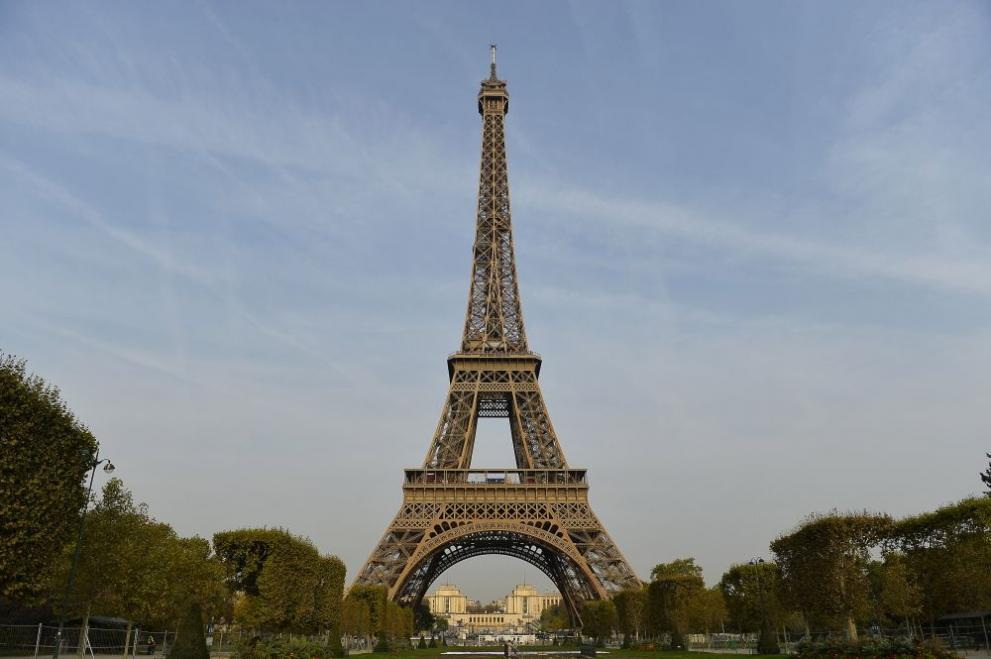 Историята на символа на Париж - Айфеловата кула (СНИМКИ/ВИДЕО) - Коментар -  DarikNews.bg