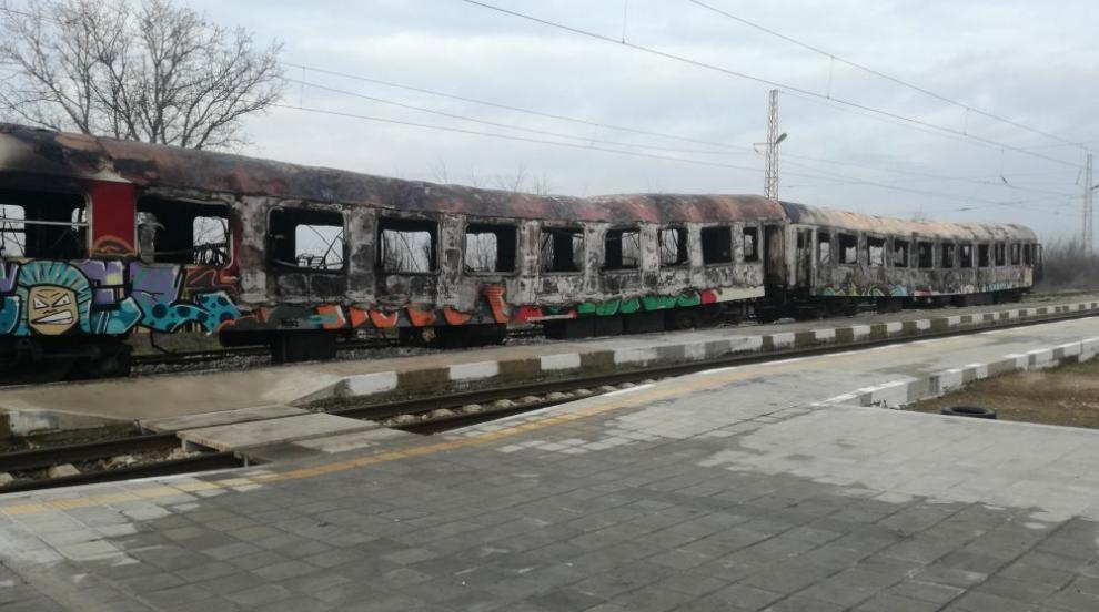 Разследват причините за пожара във влака София-Бургас (ВИДЕО/СНИМКИ)