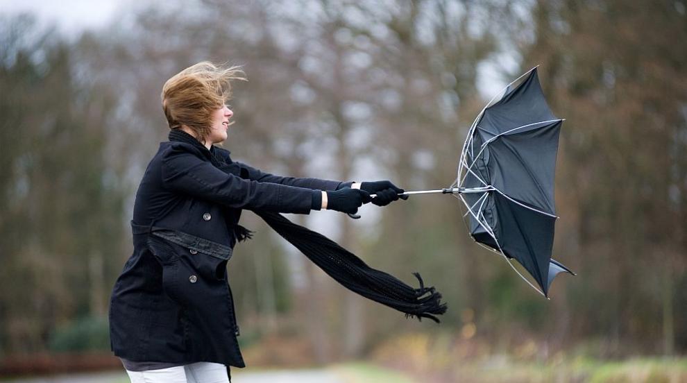 Опасно време: Много силен вятър в цялата страна