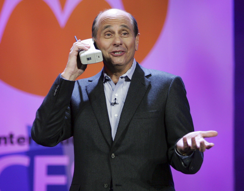 DynaTac 8000X - първият мобилен телефон