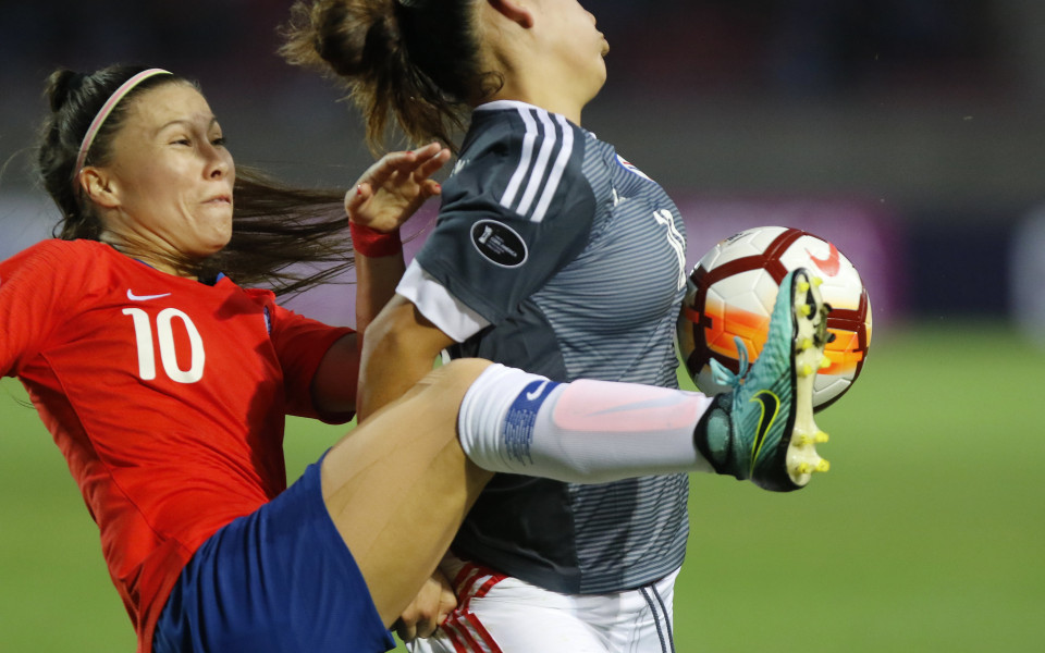 по време на двубоя между женските отбори на Чили и Парагвай
