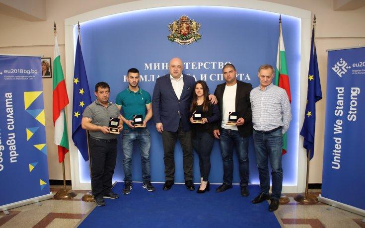 Медалистите ни в щангите с награди от спортното министерство