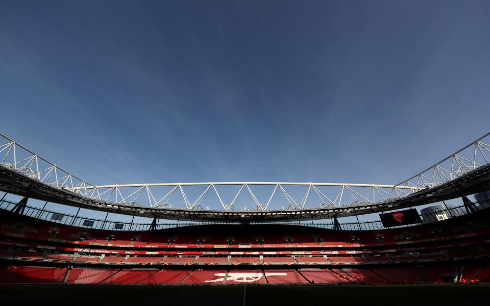 Арсенал надупчи здраво армейската стена