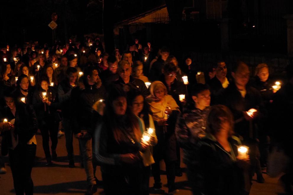 """Стотици шуменци посрещнаха Възкресение Христово в храм """"Свети Три Светители"""""""