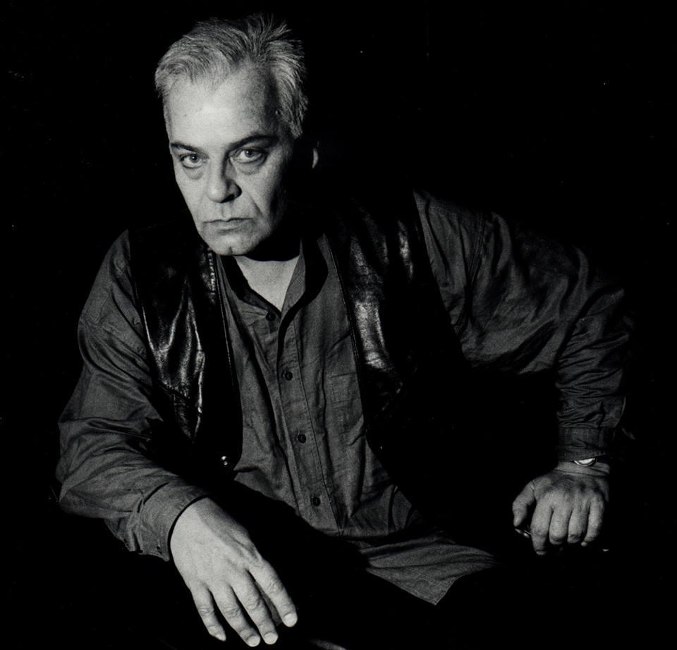 """През април си отиде още един талант от звездната трупа на Сатиричния театър. Калчев е известен с многобройните представления в Сатирата и с ролите си в българските филми """"Приятели за вечеря"""" и """"Племенникът чужденец""""."""