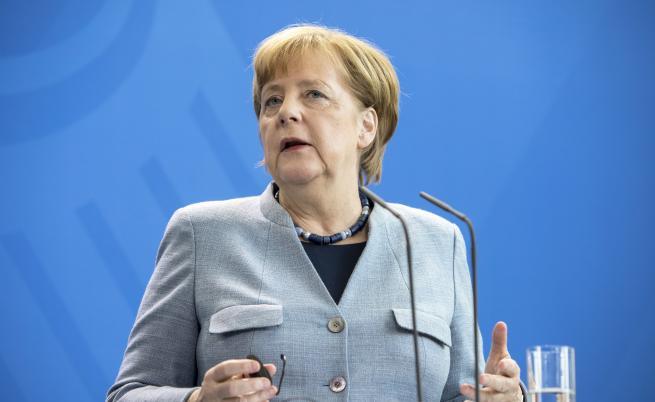 Меркел: Германия не трябва да се бори сама с миграцията