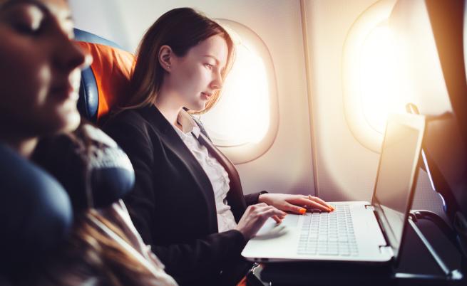 10 неща, които не трябва да правите на борда на самолет