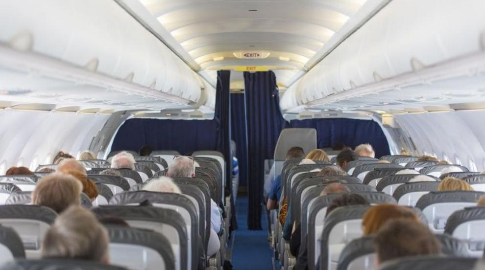 Задържаха под карантина самолет на летището в Ню Йорк заради болни пътници...