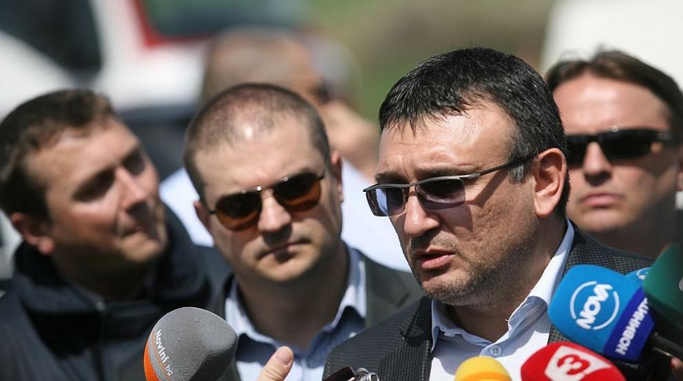 Младен Маринов: Жертвите на място са 6, имало е засичане на автобуса