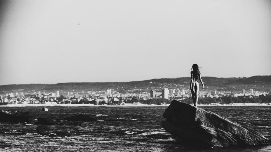 Фотографът на голи жени Алекс Манчев с изложба в Рим