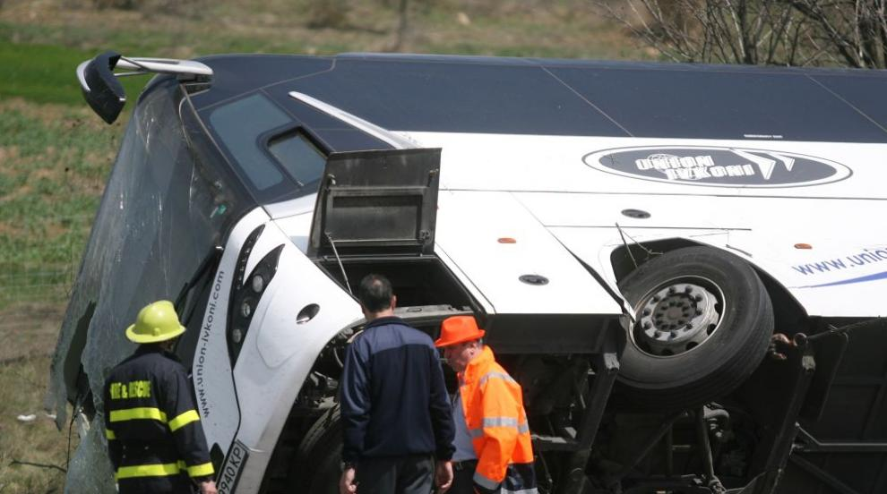 Може ли лек автомобил да изхвърли автобус от пътя?