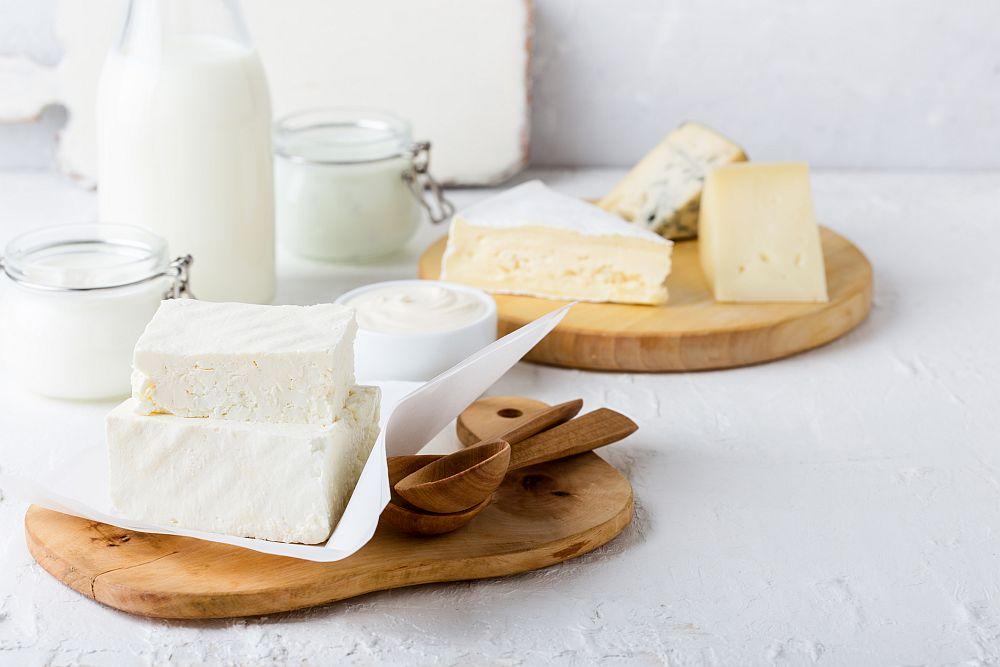 Калцият в млякото е изключително полезен за емайла и поддържа зъбите бели.