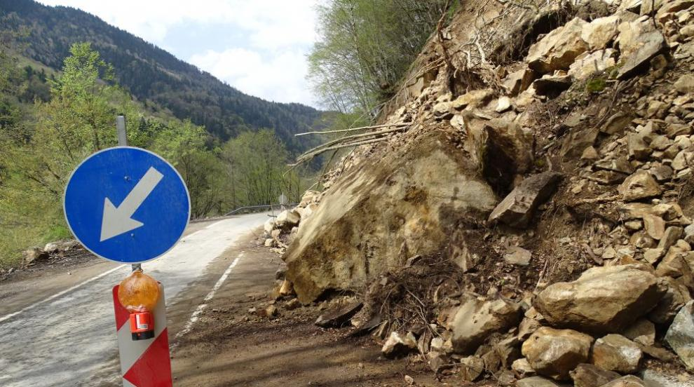 Поставят светофар при свлачището под Асеновата крепост
