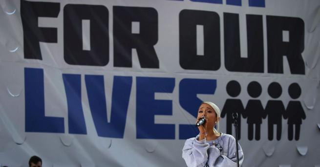 Певицата от САЩ Ариана Гранде издава първия си сингъл след