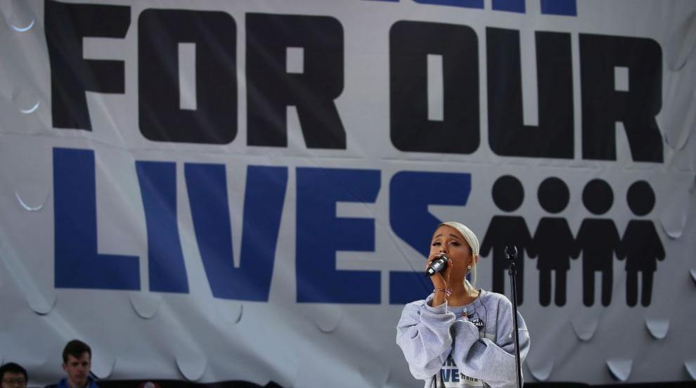 Ариана Гранде издава първи сингъл след трагичните събития в Манчестър