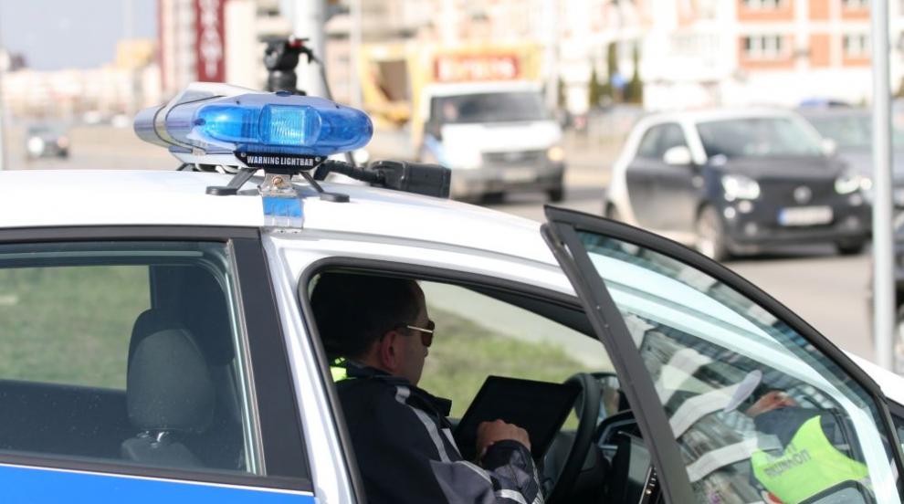 Полицаи пострадаха при преследване на пиян шофьор