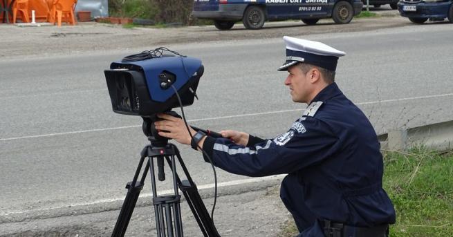 Полицаи в Разградско засякоха шофьор, движещ се със скорост 148