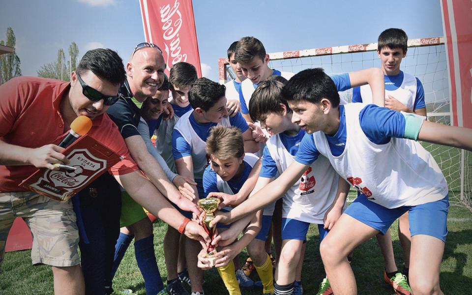 Скаути на професионален футболен клуб търсят новите си таланти на