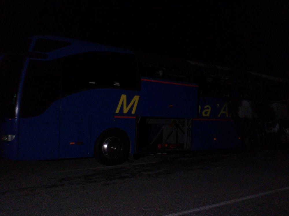 Автобус, превозващ 46 души от София за Македония, изгоря напълно на пътя между Кюстендил и граничния контролно-пропускателен пункт