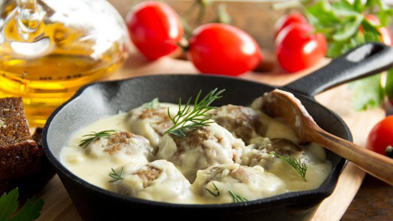 Апетитни кюфтета с бял сос