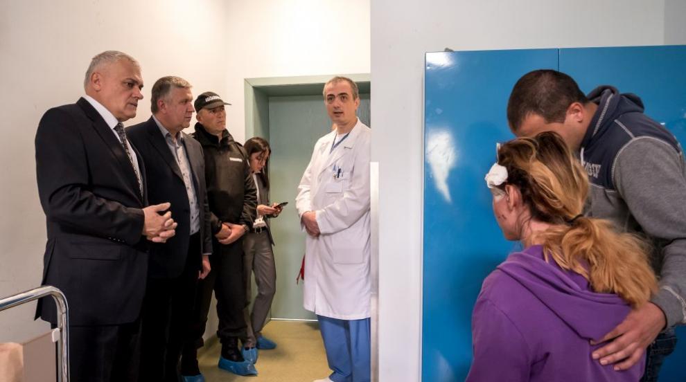Ръководството на МВР се срещна с ранената полицайка (СНИМКИ)