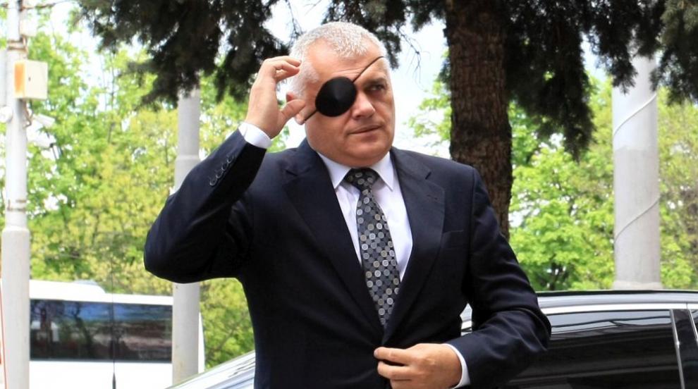 Вътрешният министър се появи с превръзка на окото, обявиха наказанието за...
