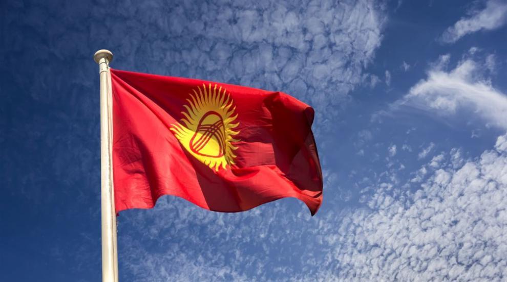 Ожесточени сблъсъци и насилие пред дома на бившия президент на Киргизстан