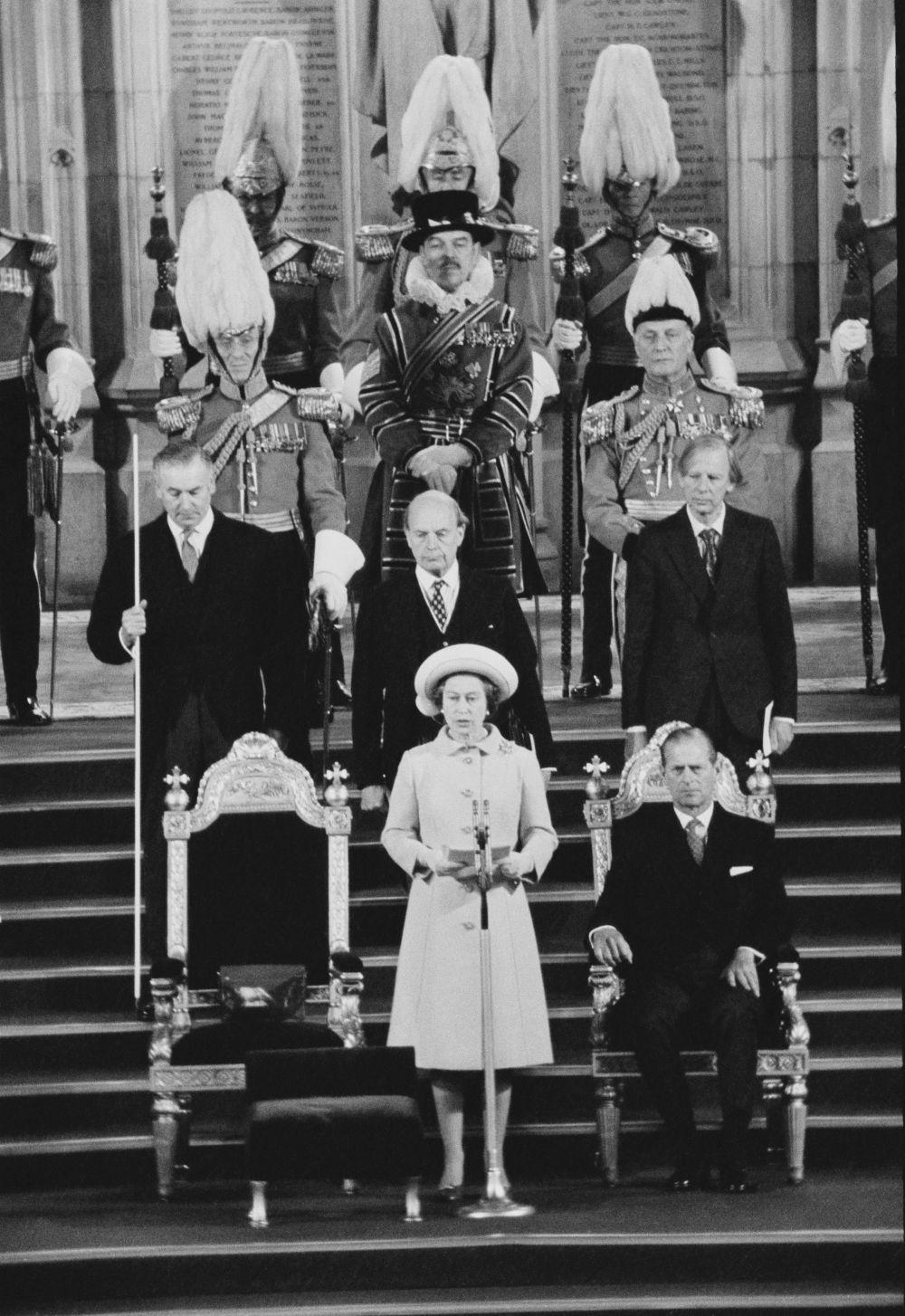 Елизабет Втора се обръща към парламента по случай сребърния си юбилей като кралица на Великобритания, 4 май 1977 година