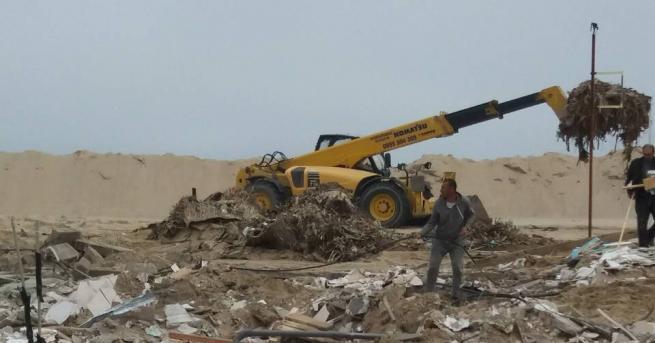 Наемателят на Северния плаж в Слънчев бряг доброволно събори още