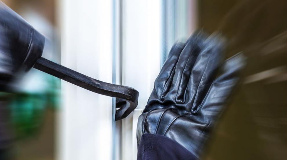 """Откраднаха пари, оръжие и """"Мерцедес"""" от частен дом в Петрич"""