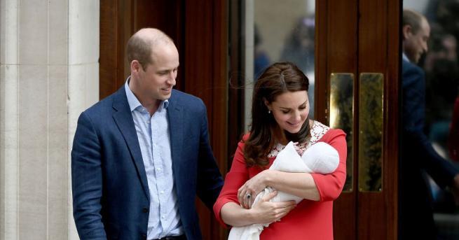 Кейт Мидълтън и принц Уилям показаха новия член на семейството.