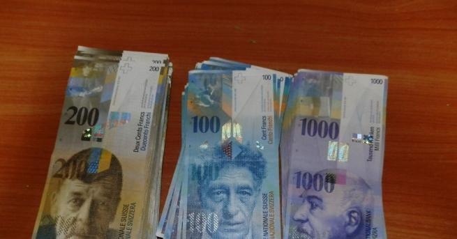 Контрабандна валута с левова равностойност 203 072 лева иззеха митническите