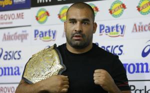 Багата подписа с UFC, дебютира през лятото