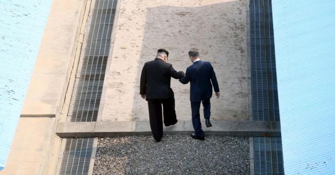 Лидерите на двете Кореи приключиха първия кръг от преговорите си