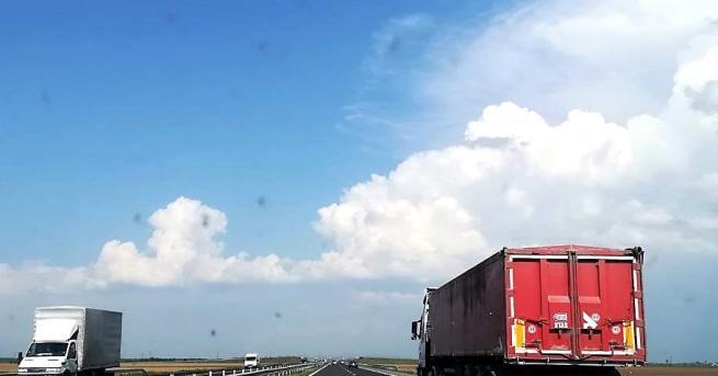 Временно е ограничено движението по магистрала
