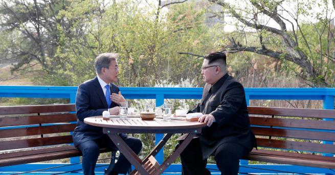 Южнокорейският президент Мун Дже-ин е убедил севернокорейския лидер Ким Чен-ун