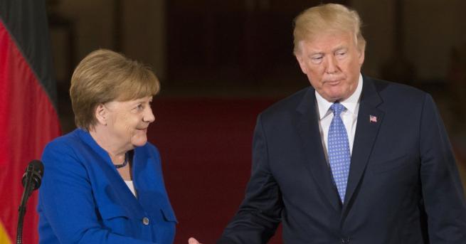 Германският канцлер Ангела Меркел разговаря по телефона с президента на