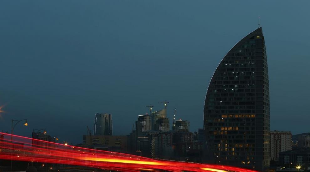 Пламна небостъргач в Баку, носил доскоро името