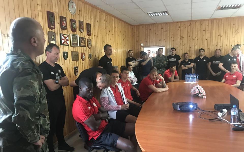 ЦСКА извади на показ точен мерник пред военните