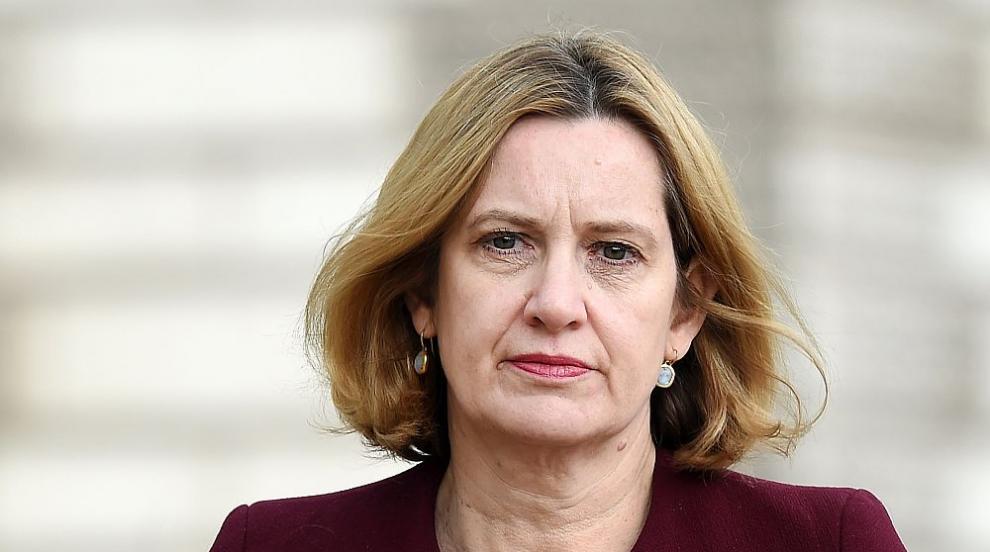 Британски министър подаде оставка заради скандал с депортиране на...