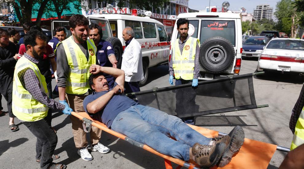 Двоен самоубийствен атентат в Кабул взе десетки жертви (ВИДЕО)